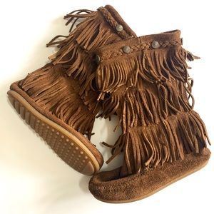Minnetonka Tan Suede Fringe Boots size 12